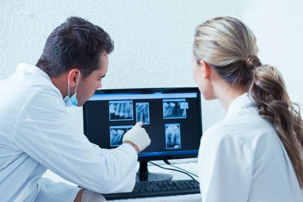 diş hekimi bilgisayar ile